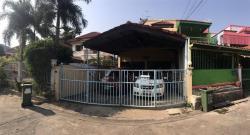 ขายทาวน์เฮาส์ หมู่บ้านซื่อตรงจันทริน 38.5ตรว ท่าอิฐ นนทบุรี ซอย บางรักน้อย 1/9 3 นอน 2 น้ำ 1 ห้องเล็ก จอดรถ 2 คัน ครัวไทย/ครัวฝรั่ง/ห้องรับแขก แอร์ 3 ตัว /1 ห้องเก็บของ