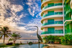 Paradise Ocean View Condominium (พาราไดซ์ โอเชี่ยน วิว คอนโดมิเนียม) - ดื่มด่ำกับบรรยากาศบนชายหาดส่วนตัวของคุณเอง