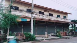 ให้เช่าตึกแถว ดอนหัวฬ่อ ชลบุรี อาคารพานิชย์ 1 ห้อง 2 ชั้นครึ่ง 22 ตรว. 140 ตรม.