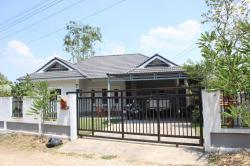 ขายบ้านเดียว 1 ชั้น เจ้าของขายเอง ในหมู่บ้านเมืองเหนือวิลล่า เมืองลำพูน โทร 098-3511598