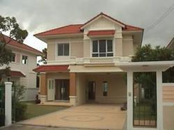 ขายบ้านเดี่ยว 97 ตร.วา ราคาขายขาดทุน 5,900,000 บาท เช่า 25,000 บาท/เดือน มบ.มณีรินทร์ เลค แอนด์ ปาร์ค ถนน 345 บางคูวัด ปทุมธานี โทร 097-175-2309, 083-005-2952