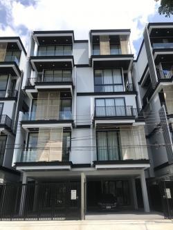 ขายด่วน โฮมออฟฟิส 5 ชั้น บนถนนพระราม 9 สร้างใหม่ ทำเลดี พื้นที่ใช้สอยเยอะ แถมลิฟท์ส่วนตัว
