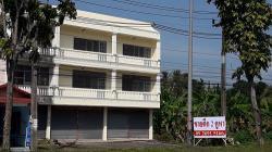 ขายตึกราคาถูกมาก 2 คูหาริมถนนใหญ่ ค้าขายได้ มีที่จอดรถด้านหน้า เยื้องร้าน SCG HOME SOLOTION