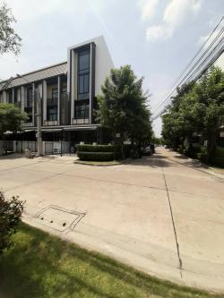 ขายหรือให้เช่า ทาวน์โฮม ห้องมุม 3.5 ชั้น อยู่ระหว่าง BTS Tiwanon ติวานนท์ และ Wongsawang วงศ์สว่าง