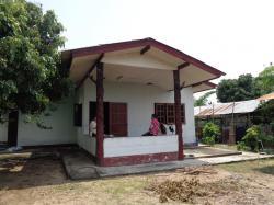 MR5ขายบ้านชั้นเดียวพร้อมที่ดินในเนื้อที่0-1-10ไร่เป็นโฉนดที่ดินมีทางสาธารณประโยชน์เข้าถึงที่ดินซึ่งอยู่ในซอยที่เข้ามาจากถนนสายเชียงใหม่-ฝาง(107)ประมาณ200เมตร. บ้านหลังนี้เป็นบ้านคอนกรีตชั้นเดียวมี 3ห้องนอน1ห้องน้ำ 1ห้องครัว1ห้องรับแขกมีโรงจอดรถยนต์ได้2คัน