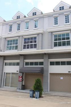 ขายตึกแถว  3 ชั้นครึ่ง ขายราคาพิเศษขายต่ำกว่าทุน
