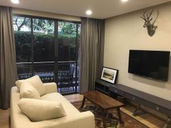 คอนโดพร้อมสวนส่วนตัว ที่ คลาส หลังสวน แบบ 2 ห้องนอน For Rent A Rare Type 2 Bed Unit with a Private Garden at Klass Langsuan