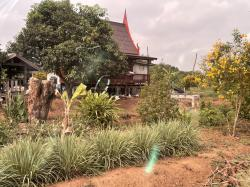 ขายที่ดินพร้อมสิ่งปลูกสร้างเรือนไทย1หลัง ทำเลดี ติดถนน สุพรรณบุรี