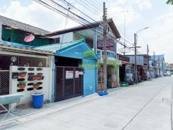 หมู่บ้าน สวัสดิการ กทม. แจ้งวัฒนะ ปากเกร็ด 28 ขายด่วน ทาวน์เฮ้าส์ 2 ชั้น เนื้อที่ 18 ตร.ว ทำเลดี พร้อมอยู่อาศัย