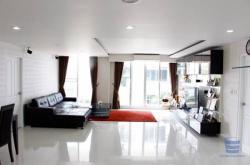 ห้องใหญ่ เดอะ วอเตอร์ฟอร์ด สุขุมวิท 50 มี 3 ห้องนอน +1 ห้องอเนกประสงค์ ชั้น 2 โทร 0819680262