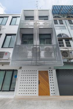 (ให้เช่า) อาคารพาณิชย์ 3 ชั้น (ซ.สุขุมวิท 36-38) ตกแต่งใหม่ทั้งหลัง ทำเลดี พร้อมอยู่ เดินทางสะดวก