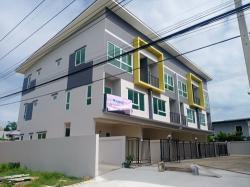 ขายเหมาโครงการทาวน์โฮม 3 ชั้น 8 คูหา บนพื้นที่ 270.50 ตรว.(ใจกลางหมู่บ้านเมืองเอก) ปทุมธานี