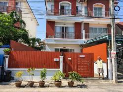 ขายบ้านแฝด 3 ชั้น มบ.พิบูลย์ทรัพย์ ถ.เลียบคลองสอง ซ. 30 เขตคลองสามวา กรุงเทพฯ โทร. 08-1316-9758