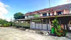 ขายด่วน ทาวน์เฮ้าส์ 2 ชั้น หมู่บ้านบัวทอง4 บ้านกล้วย-ไทรน้อย เนื้อที่ 18 ตร.ว ทำเลดี ต่อเติมครบ พร้อมอยู่