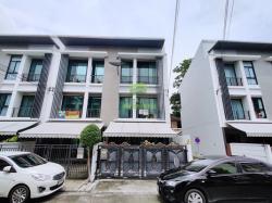 บ้านกลางเมือง พระราม9 รามคำแหง ขายด่วน ทาวน์โฮม 3 ชั้น เนื้อที่ 19.50 ตร.ว หลังมุม ตกแต่งสวย ซอยรามคำแหง39 วัดเทพลีลา ราคาต่อรองได้