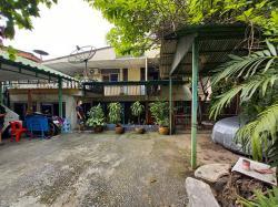 ขายที่ดิน พร้อมบ้านเดี่ยว 9 ห้องนอน เหมาะทำรีโนเวท สุขุมวิท 71 Land for sale with a detached house  9 bedrooms