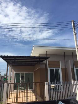 ขายทาวเฮาส์ 1 ชั้น หมู่บ้านพารากอน สุราษฏร์ธานี ทรงโมเดิร์น 2 ห้องนอน 1 ห้องน้ำ